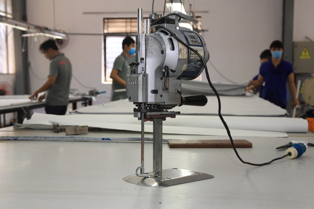 Un Available Cutting Table